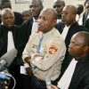 """Koffi Olomidé arrêté pour s'être fait appeler sur des banderoles """"Vieux Ebola"""""""