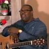 Lokofe en «colère» répond à ses détracteurs: « Je peux chanter avec Fally et Ferre..»