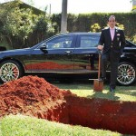 Brésil : Un homme d'affaires enterre sa Bentley décapotable