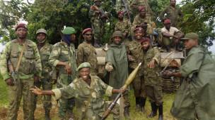 Des soldats FARDC célèbre la prise de Rutshuru, le 28 octobre 2013.