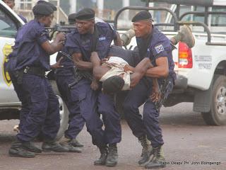Exhibition de la Police le 4/07/2012 à Kinshasa, lors de la présentation de la nouvelle unité spécialisée à lutter contre des gangsters, communément appelé «Kuluna». Radio Okapi/ Ph. John Bompengo