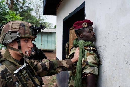 Désarmement d'un Soldat de la SELEKA à Bangui