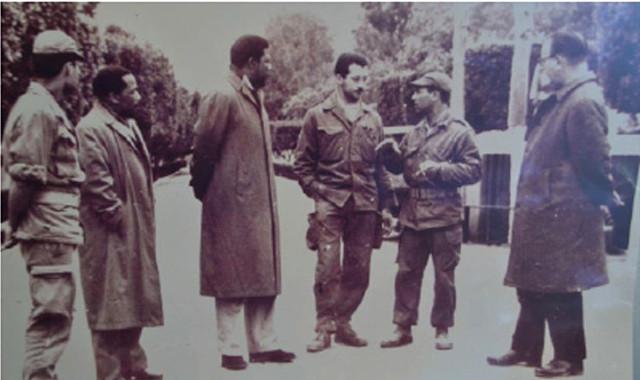 [Photo n°3] Mandela et plusieurs officiers algériens