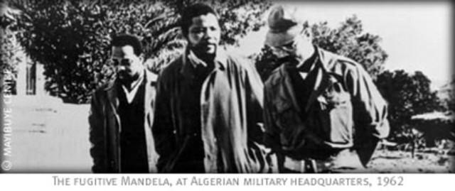 [Photo n°4] Mandela et un haut commandant de l'Exercice de Libération Nationale Algérien