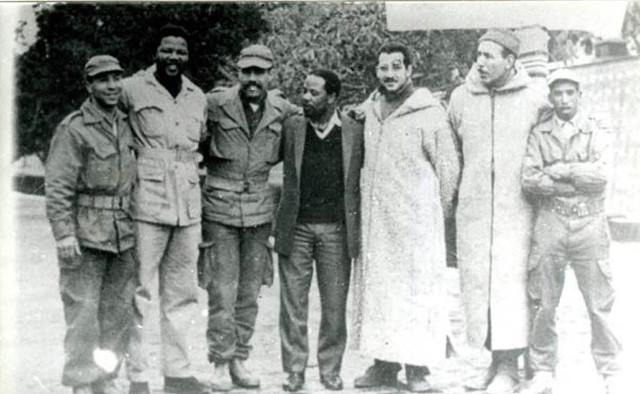 [Photo n°5] Toujours en Algérie avec des membres de l'Exercice de Libération Nationale Algérien