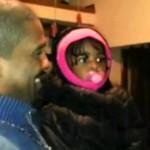 Adorable: La réaction de cette fillette qui rencontre le frère jumeau de son papa. Régardez! (vidéo)