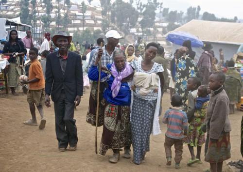 R-fugi-s-congolais-puis-s-arrivant-au-camp-de-Kigeme-Rwanda-le-19-juillet-2012