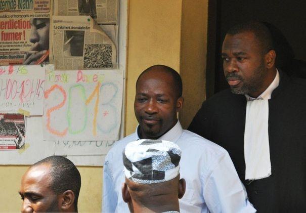 520988_l-ex-chef-des-jeunes-patriotes-charles-ble-goude-c-sort-du-tribunal-d-abidjan-en-cote-d-ivoire-le-30-janvier-2013