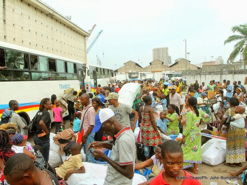 Les expulsés de Brazzaville dans leur nouveau site d'accueil aménagé à Maluku dans la périphérie est de Kinshasa, le 15 mai 2014. Radio Okapi/Ph. John Bompengo