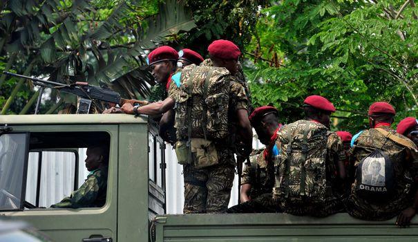 des-soldats-de-rdc-patrouillent-dans-les-rues-de-kinshasa-le-12-octobre-2014_4975053