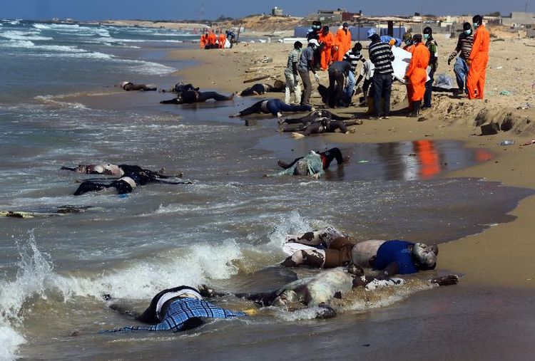 672122-des-secouristes-sur-la-plage-d-al-qarbole-ou-gisent-des-corps-de-migrants-clandestins-a-60-km-a-l-es