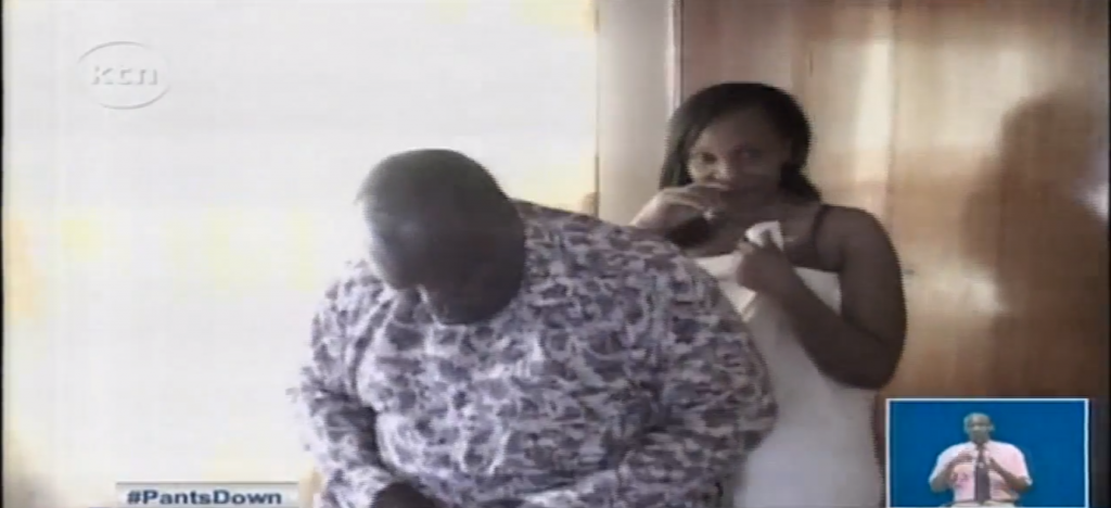 scandale un pasteur surpris en flagrant d lit pantalon baiss avec une femme d autrui. Black Bedroom Furniture Sets. Home Design Ideas