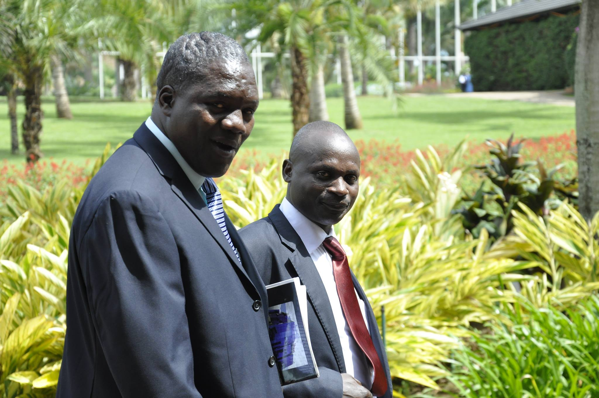 sur cette photo prise a Kampala en 2013,l'ex-depute' JEROME MASHAGIRO en compagnie d'un chef du M23 Sendugu Museveni/Photo Magloire Paluku