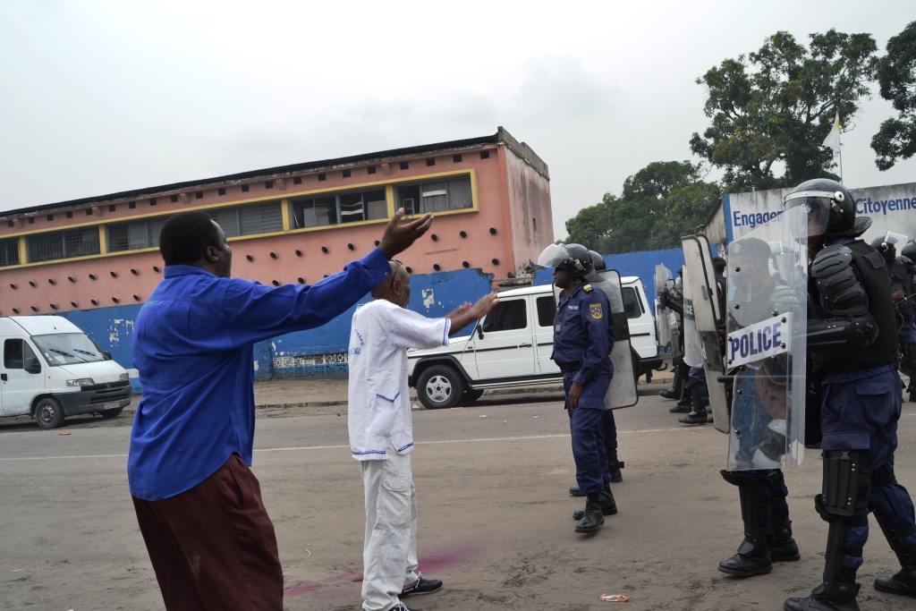 MILITANTS ET POLICE
