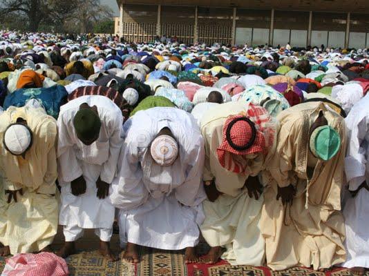 Des musulmans en prière/Photo noeltadegnon.wordpress.com