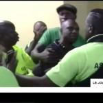 Florent IBENGE brutalisé par les fans de VITA CLUB après sa conférence de presse d'après match