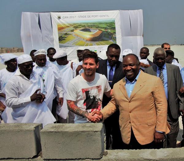 Ali Bongo et Messi pierre