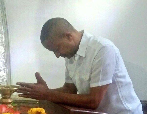 MOISE PRAYING