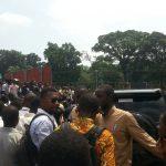 Le convoi du ministre Steve Mbikayi bloqué par les étudiants de l'INBTP