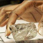 RDC : La pierre pour laquelle Lambert Mende avait été brutalement interpéllé serait un faux diamant