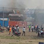 Tensions à Kinshasa : Affrontements entre militants PPRD et UDPS, les sièges de certains partis du FCC saccagés