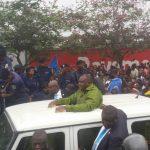Arrivée de Bemba à Kinshasa : 5 policiers bléssés, 4 vehicules de police endommagés, un sous ciat pillé par ses militants (Police)