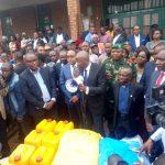 Bukavu : Au nom du Président de la République Vital Kamerhe fait des dons aux victimes de l'incendie de Camp Mobutu