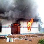 Nord Kivu : La mairie de Beni mis à feu par des manifestants après des nouvelle tueries la nuit dernière