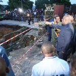 Kinshasa – La route Université coupée en deux après la pluie : Felix Tshisekedi ordonne le début dès demain des travaux d'urgence pour sauver les maisons environnantes