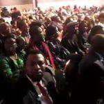 [VIDEO] FATSHI À PARIS : Les Congolais dans la salle attendent impatiemment l'arrivée du Chef de l'Etat