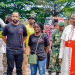 Coronavirus : Des membres de la fondation Abed Achour et de la fondation Fally Ipupa ont remis au cardinal Ambongo le fruit de la recolte de fonds