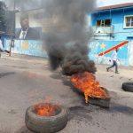 Kinshasa : Des pneus brûlés devant le siège du MLC pour protester contre l'arrestation du député Jean Jacques Mamba