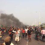 Kinshasa : Violentes manifestations ce matin devant le siège du Parlement contre la loi Minaku
