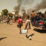 Manifestations contre la loi Minaku : A Lubumbashi les manifestatnts ont mis le feu sur la place Moïse Tshombe