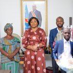 Touchée par le geste d'Heritier et l'histoire de sa Maman Albertine, la première dame Denise Nyakeru Tshisekedi apporte son soutien à la vendeuse de pain