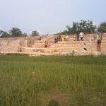 Sud-Ubangi : Les travaux de construction du stade municipal de Budjala financé par J.L. Bussa évoluent à grand pas