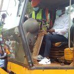 Sud-Ubangi : Le Gouverneur de province lance les travaux d'entretien de l'avenue Tshisekedi et du pont Commigem